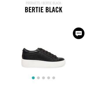 LIKE NEW Steve Madden Bertie platform shoe